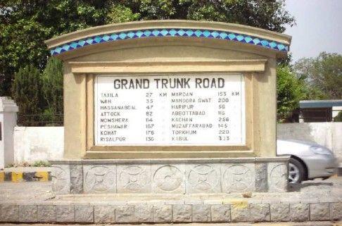 An-Old-Milestone-at-The-Mall-Road-Rawalpindi.