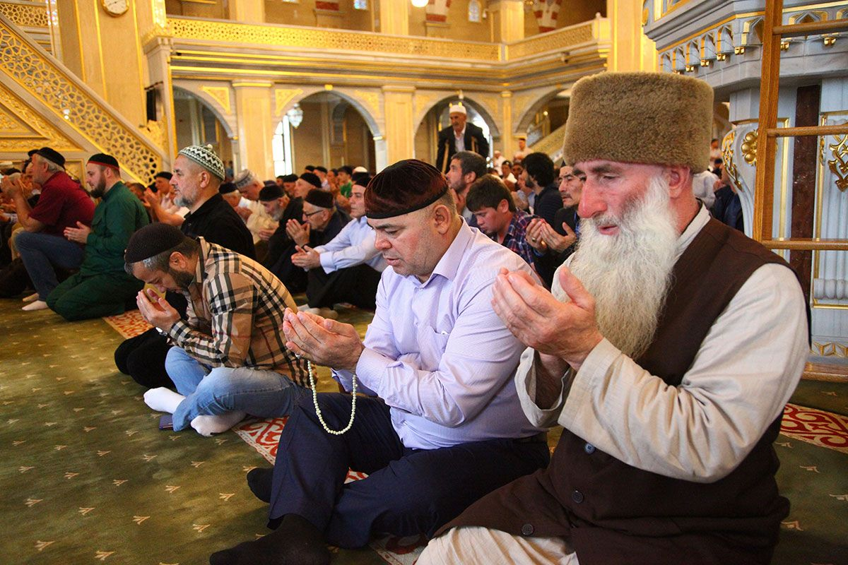 Chechen Muslims Eid al-Fitr prayers.jpg