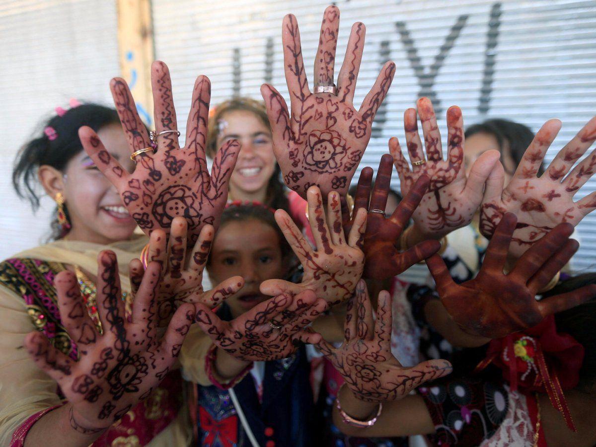 eid henna muslim girls in mosul iraq.jpg
