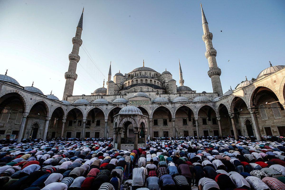 Eid Prayer in Sultan Ahmed Mosque.jpg