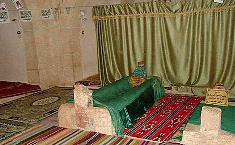 Grave-of-Umar-bin-Abdul-Aziz.jpg