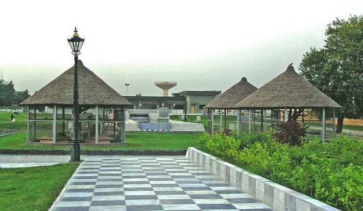 Jinnah-Park-Rawalpindi-with-Cinepax-at-the-background.