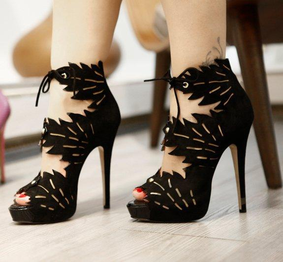 Latest-Fashion-of-High-Heel-Sandals-2012-10.