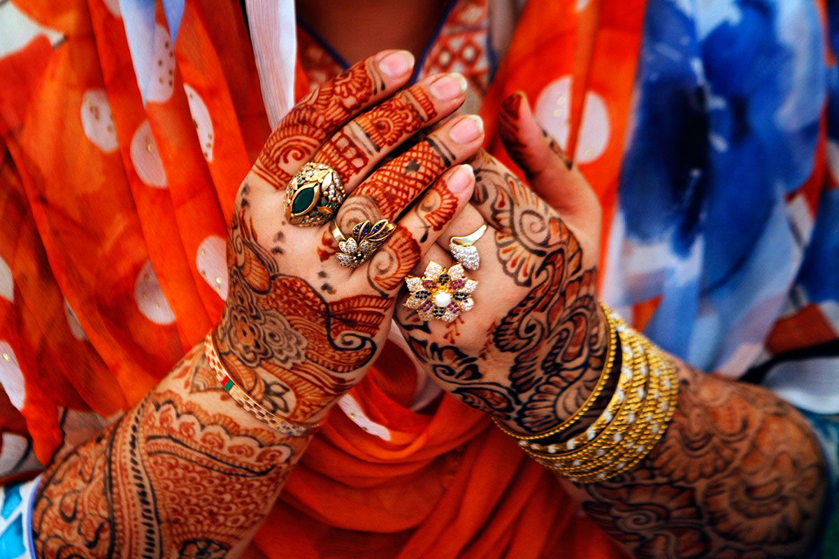 pakistani girl hand mehndi henna.jpg