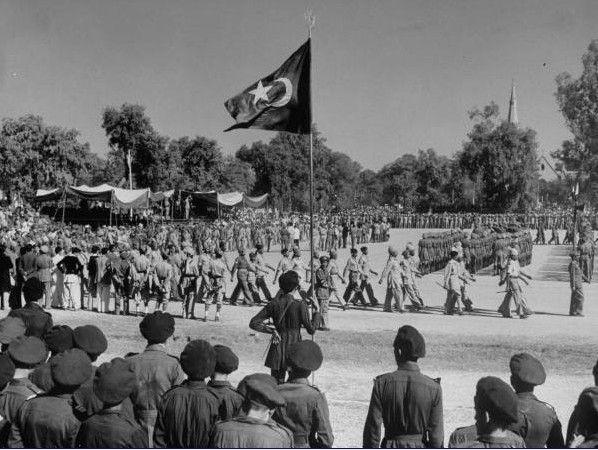 Parade-of-Pakistani-Security-Guard-at-Rawalpindi-December-1947.
