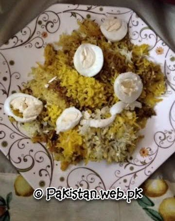 Photos of qeema khichdi and khurdi.