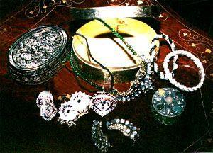 pic_pakistani-handicrafts_silver-kundun-jewelry.