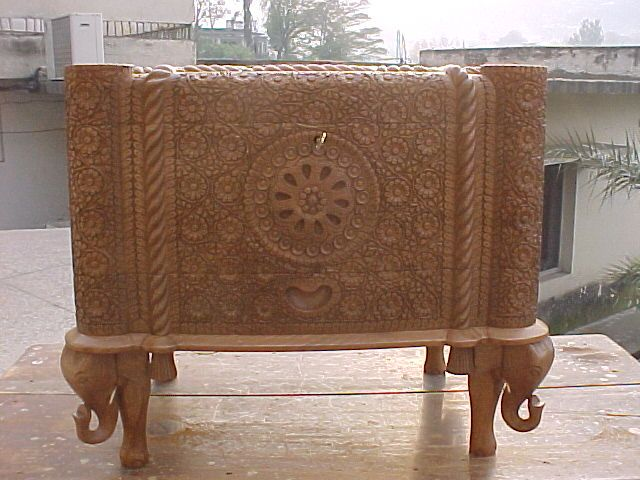 pic_pakistani-handicrafts_wood-carving-1.