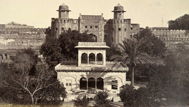 Rare-Old-Photos-of-Lahore-Rare-pic-of-Lahore-Fort-1860s.