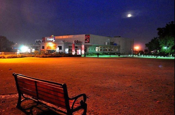 Rawalpindi-Photos-Night-view-of-Cinepax-at-Jinnah-Park-Rawalpindi-Pictures-of-Rawalpindi.