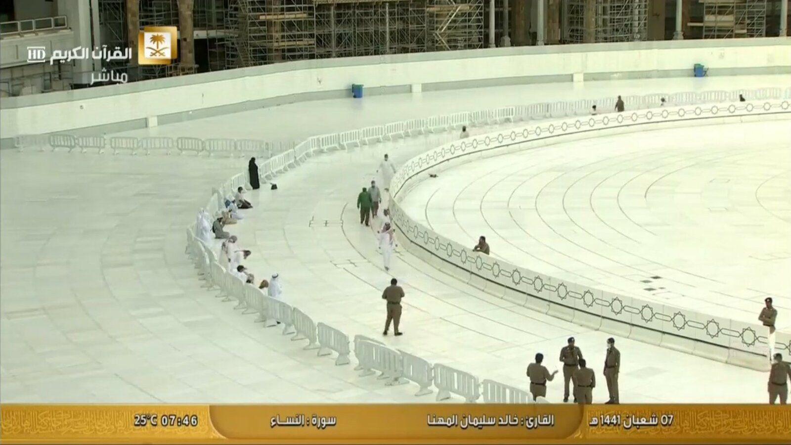 Tawaaf resumes on Mutaaf 3.jpg